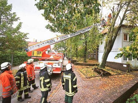 Bauschild Oldenburg by Wetter Herbststurm Sorgt F 252 R 16 Feuerwehr Eins 228 Tze