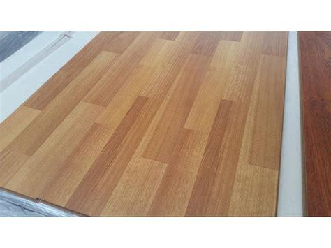 how many boxes of laminate flooring do i need 28