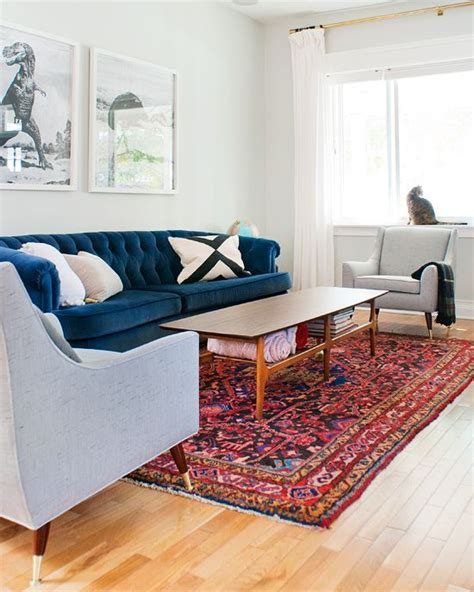 what colour carpet goes with red sofa 25 best ideas about blue velvet couch on pinterest blue