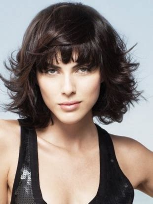 4 choppy medium hairstyles for different face shapes medium haircuts with bangs for face shape and hair type