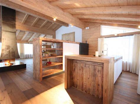 Kuche Mit Kochinsel Und Theke Holz Ihr Traumhaus Ideen
