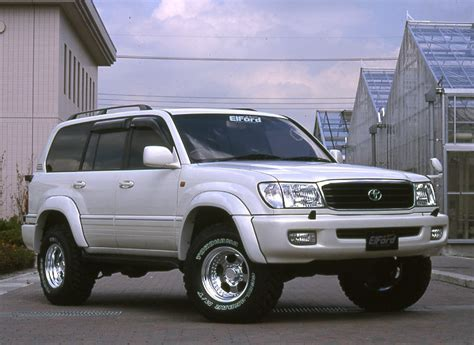Lc100 Toyota Landcruiser Presents Wide Fender Flares For 98 07