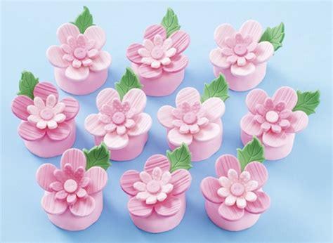 pasta di zucchero decorazioni fiori come decorare le torte con marshmallow fondant le
