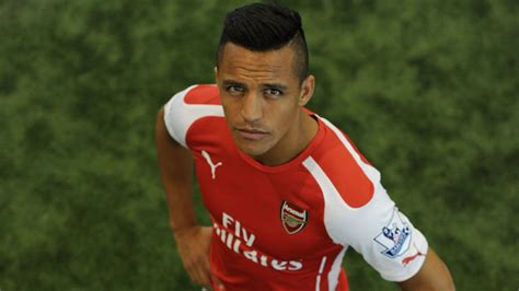 alexis sanchez arsenal transfer news arsenal sign alexis sanchez from barcelona