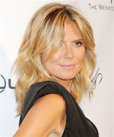 medium haircuts heidi klum heidi klum medium wavy casual hairstyle light golden