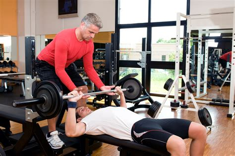 hurt shoulder while benching 100 shoulder pain benching do these two steps to decrease shoulder issues while