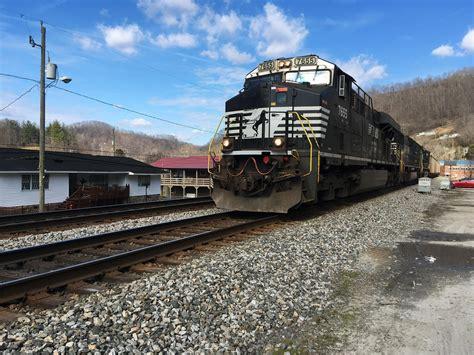 coal trains   appalachian railroads  rolling