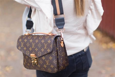 Preloved Handbag Tas Crown trend alert guitar bag for less update any handbag in your collection heyyyjune