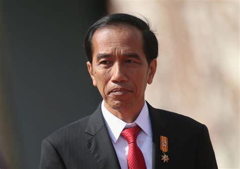 email jokowi indonesian president joko widodo arrives in pakistan on