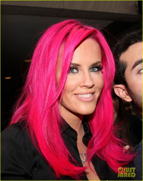 picture of jenny mcarthy red highlights jenny mccarthy dyes her hair hot pink see her new look