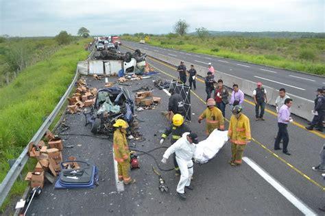 zócalo en xalapa dos muertos en accidente automovil 237 stico en la xalapa