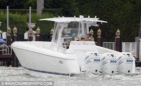 miami boat show rumors anna kournikova and enrique iglesias spotted cuddling on