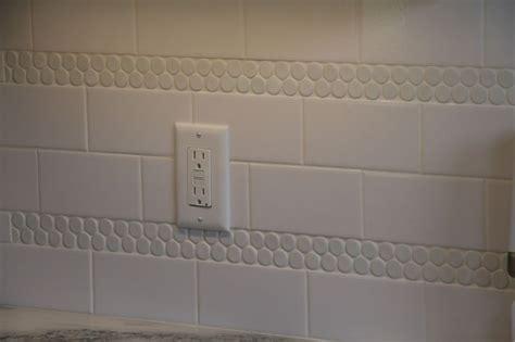 the tile stripes in the backsplash kitchen