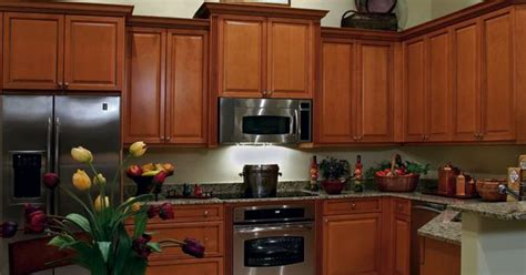 Columbia Kitchen Cabinets Casually Fashionable These Columbia Maple Kitchen Cabinets Are An Easy Choice For Any Busy