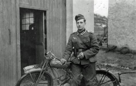 Suche Münch Motorrad by Ein Soldat Mit Motorrad Wdr Digit