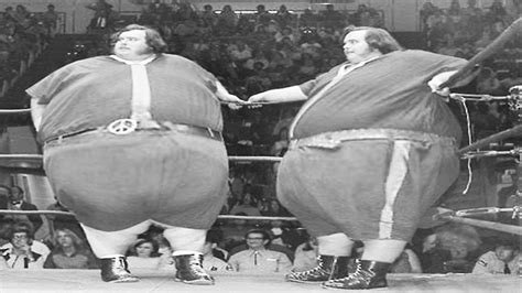 sumo wrestler bench press heaviest wrestlers in history the world s largest pro