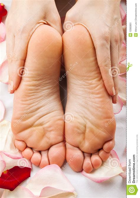 imagenes masajes relajantes pies pies de masaje imagen de archivo imagen 13305801