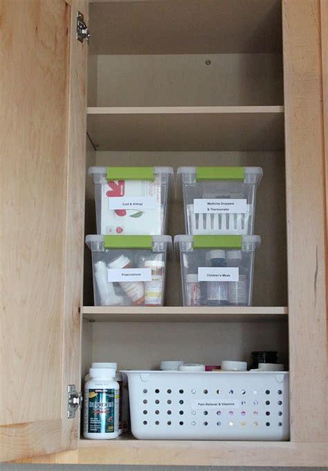 organize medicine cabinet 17 best ideas about organize medicine cabinets on