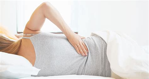 Sleep On Back Without Pillow by Why You Should Be Sleeping Without A Pillow And How To Do It