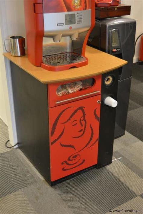 de koffiemachine de koffiemachine met onderkast proveiling nl