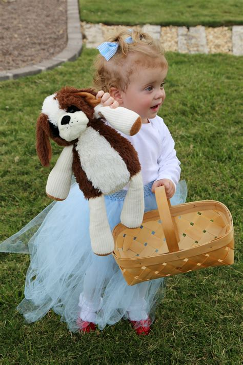easy diy dorothy wizard  oz baby costume idea child