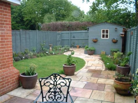 small landscaping ideas maintenance free garden ideas low maintenance town garden