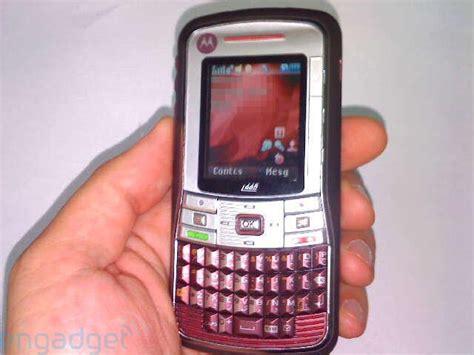 Hp Motorola Clutch I465 motorola i465 qwerty iden handset uniquely slashgear