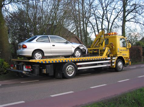 Mainan Truk Cars Truck file bergingstruck met auto tow truck with car jpg