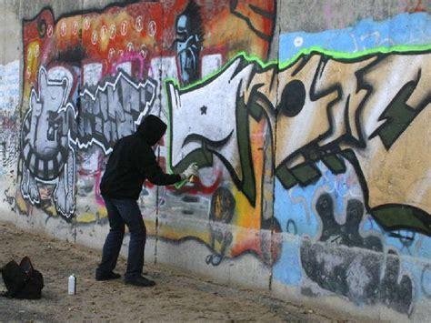 Awesome Anti Graffiti #2: FFC_17-06-2015_LETTERS_01_ThinkstockPhotos-467921573_ct620x465.jpg