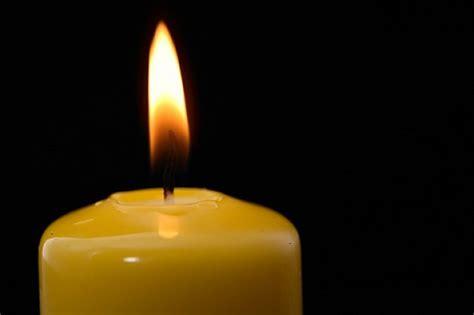 fiamma candela sfondo nero candela fiamma fuoco scaricare foto gratis