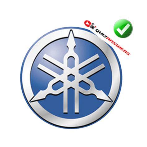arrows pointing  logo logo vector
