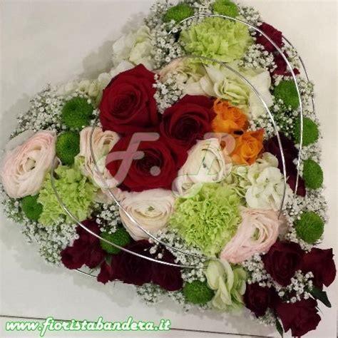 fiori a forma di cuore oltre 25 fantastiche idee su composizione di fiori a forma