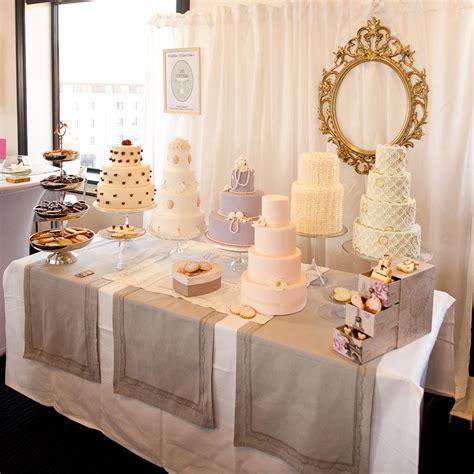 wedding cake table 2 mariage wedding cakes le bar