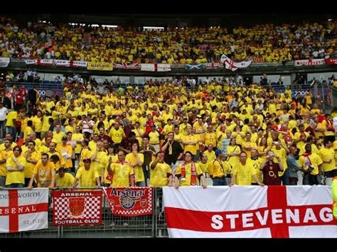 Kemeja Cowok Arsenal Blue Yellow a yellow blue wall at the fa cup arsenal s