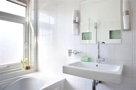 Wall Decor Mirror Home Accents dit is een hele mooie badkamer hoe groot zijn de witte
