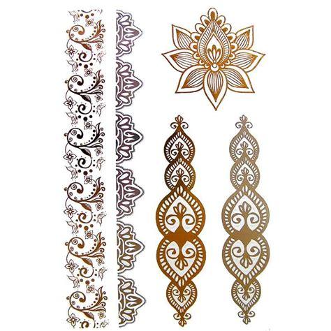 tatouage éphémère doré et argent fleur de henné et bracelets