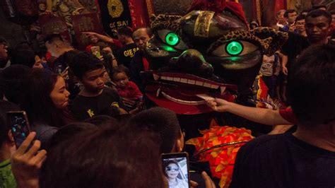 Imlek Merah Sepasang Uk 24 makna dan legenda pemberian angpao saat perayaan imlek