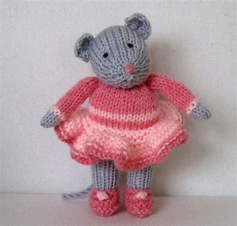 mouse knitting pattern darcy the mouse knitting pattern by dollytime