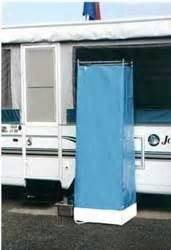 tent trailer with bathroom perfect to hose the kids off in the outdoor shower without