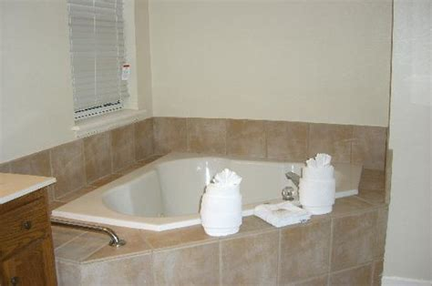 Richmond Hotels With Tub In Room by Bathtub Picture Of Wyndham Governor S Green