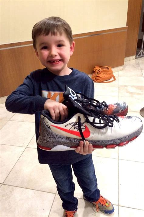 kevin durant shoe size kevin durant gave his sneakers to a fan