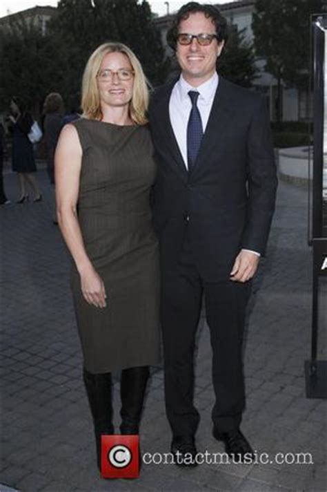 elisabeth shue brother death shue credits husband with helping family recover from