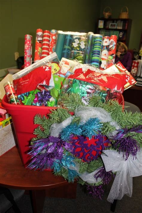 how to wrap gift basket 1000 images about gifts on best friend gifts