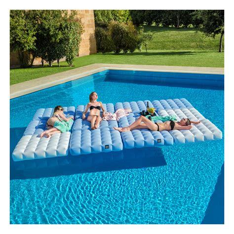 matelas conflable matelas gonflable pour piscine pigro felice zendart design