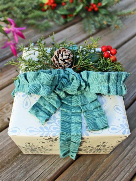 google images hgtv how to wrap ribon around christmas tree 50 gift wrapping ideas hgtv