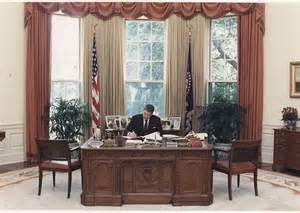 oval office desk from roosevelt to resolute the secrets of all six oval office desks