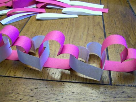 Construction Paper Valentines Day Crafts - make a construction paper garland dollar store