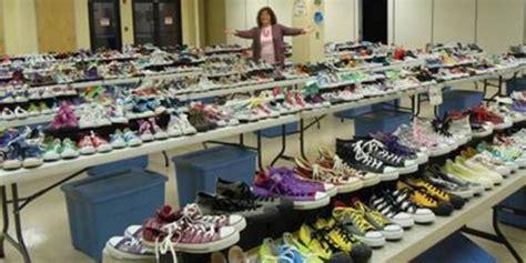 Sepatu Converse Buatan Amerika pecahkan rekor dunia koleksi sepatu converse terbesar