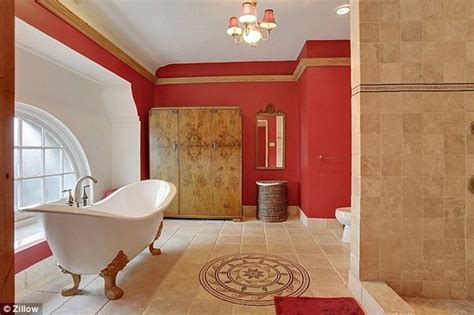 buy a house in new orleans beyonce and jay z s bathroom beyonce and jay z buy a house in new orleans lonny