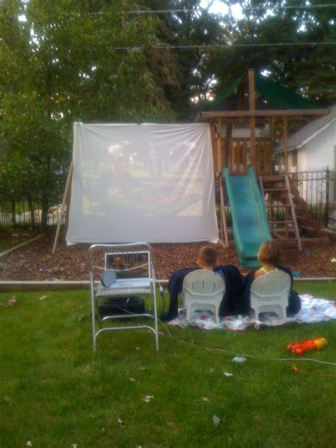 backyard drive in backyard movie night